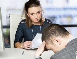 mujer-haciendo-una-entrevista-de-trabajo