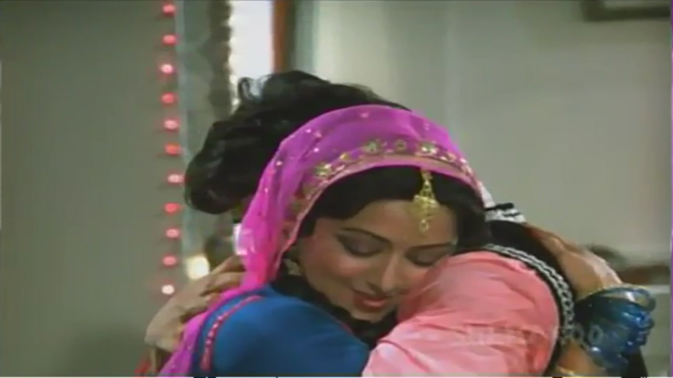 Oops Bollywood Raveena Tandon S Accidental Boob Nip Slip Filmvz