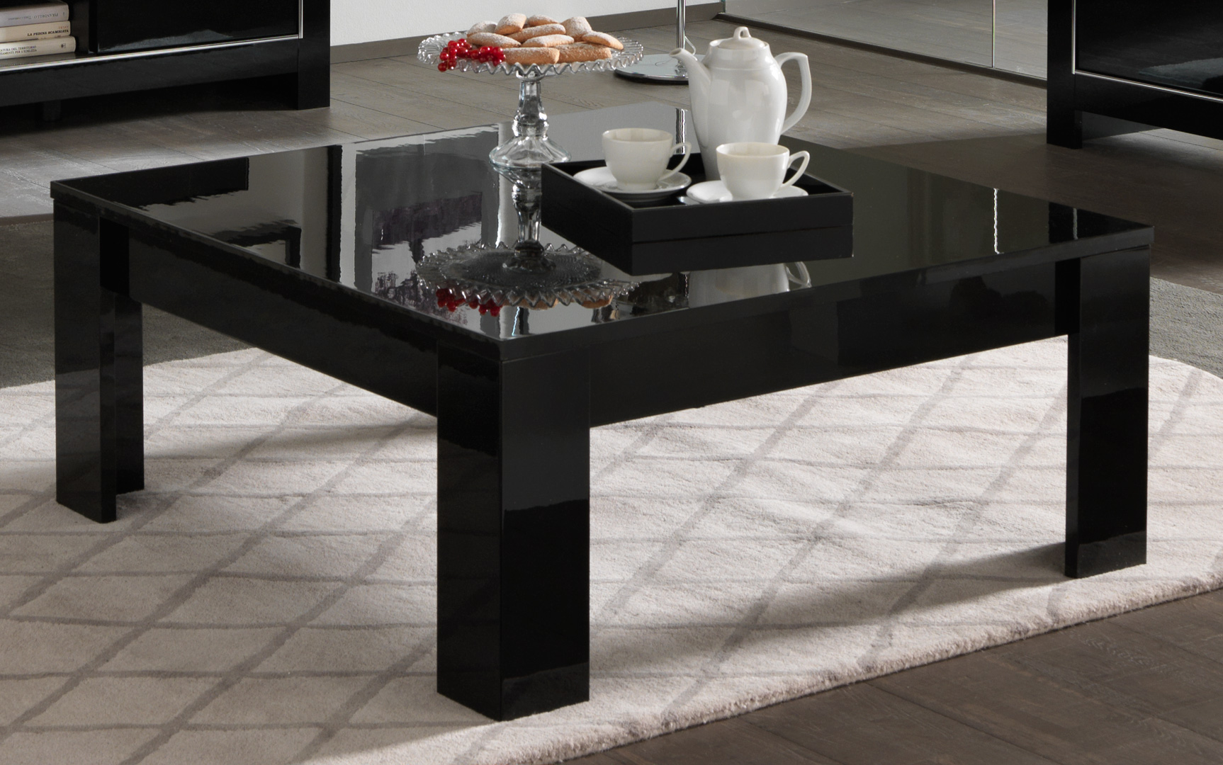 Table Design Carrée Table Basse Carrée Design Laquée Noire Manuella