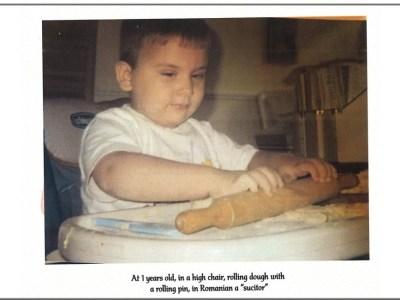 bucătărie românească băieţelul român care îi învaţă pe americani cum se găteşte româneşte cu o carte de bucate slider