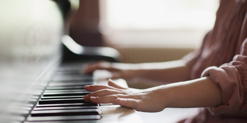VIDEO Cum știm dacă am găsit profesorul de pian potrivit pentru copilul nostru