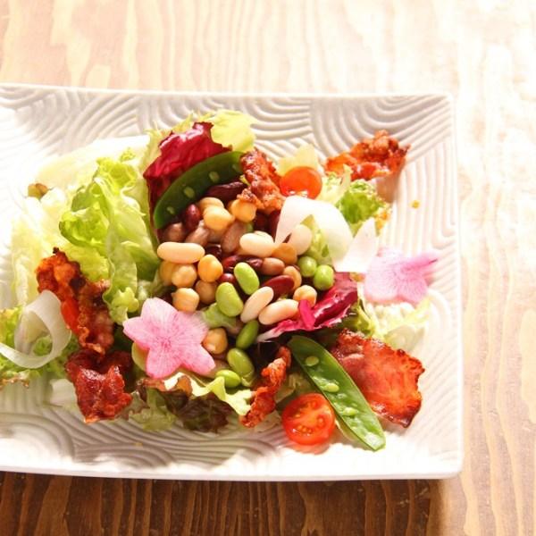 カリカリベーコンと彩り豆のサラダ