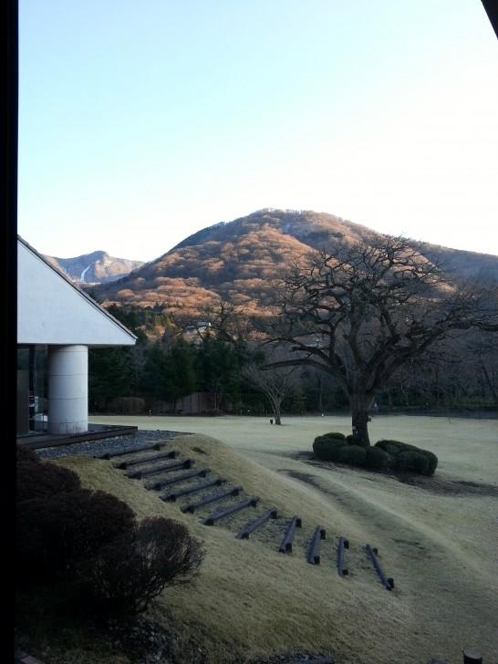 箱根ハイランドホテルの廊下の窓からの風景