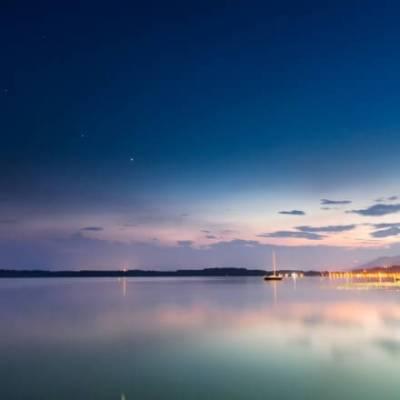 海外の水辺と夕焼け
