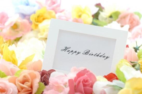 Happy Birthdayのメッセージと花