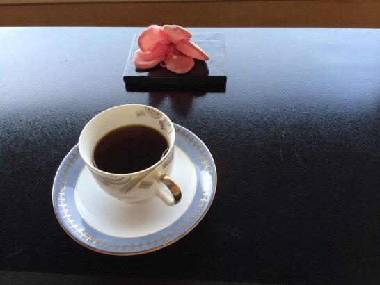 界 伊東の朝食後のコーヒー (2)