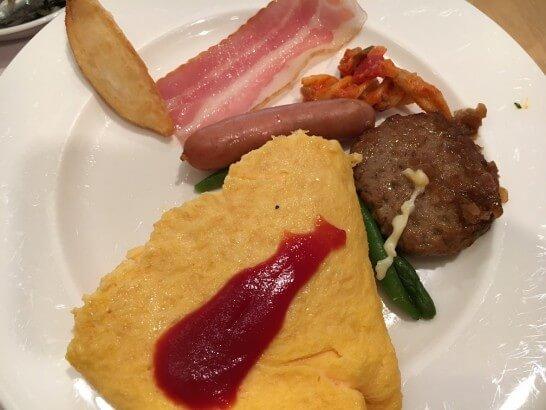 オークラ東京ベイの朝食ビュッフェのオムレツ・温料理