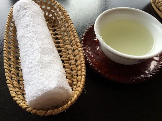 界 伊東のチェックイン時のおしぼり・お茶