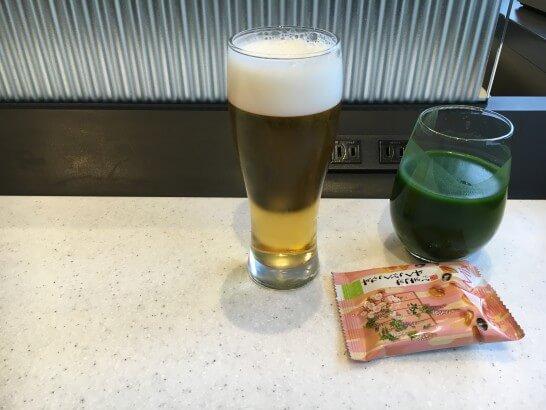 ANAラウンジのビール・青汁・お菓子