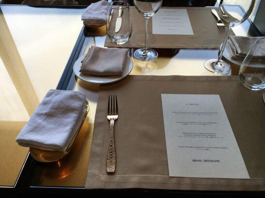 アルマーニリストランテのテーブル