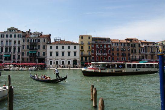 イタリアのヴェネツィアの水路