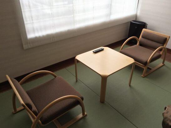休暇村奥武蔵の窓際の席