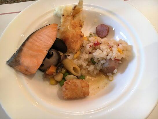 ロイヤルパークホテルの朝食 (グラタン・ピラフ・ハッシュポテト)