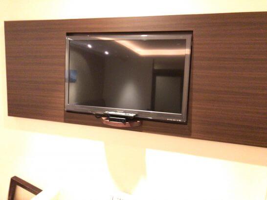 京都ホテル ウエルカムラウンジのテレビ