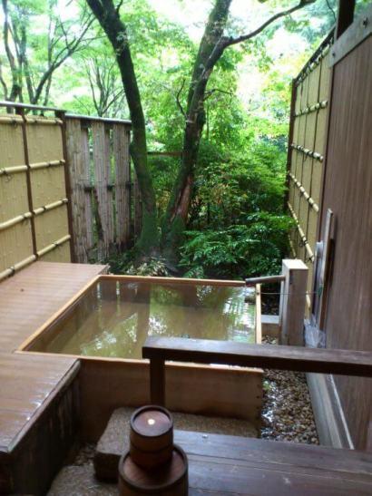 水の音の個室露天風呂