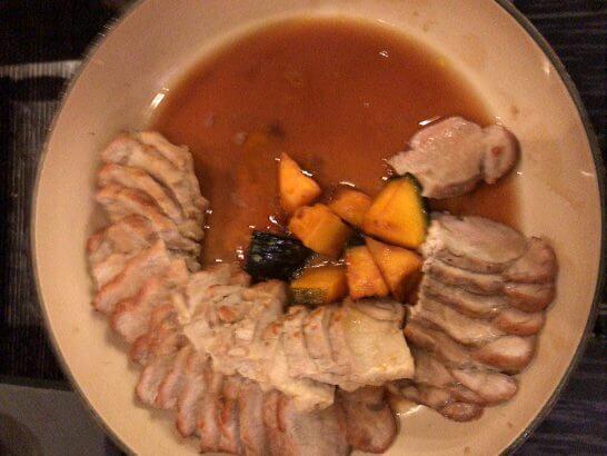 シャングリ・ラ ホテル 東京のホライゾンクラブラウンジのポークソテー・かぼちゃ