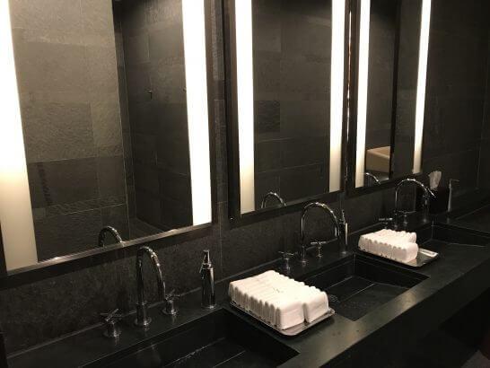 フォーシーズンズホテル東京のMOTIFの洗面台