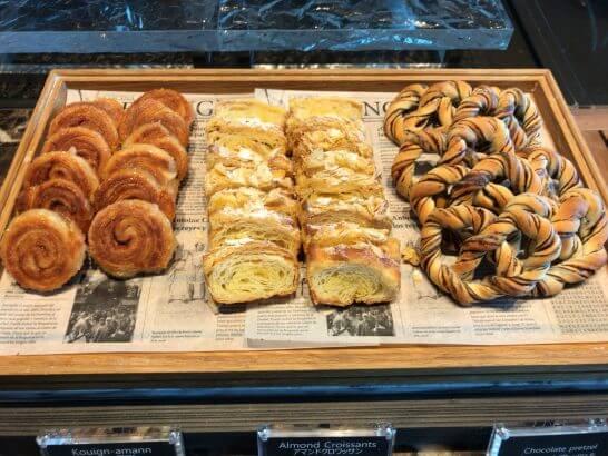 ザ・プリンスギャラリー 東京紀尾井町のクラブラウンジのパン(クイーンアマン、アマンドクロワッサン、チョコレートプレッツェル)