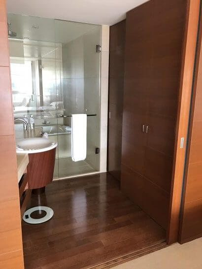 グランドハイアット東京のセパレートの浴室等