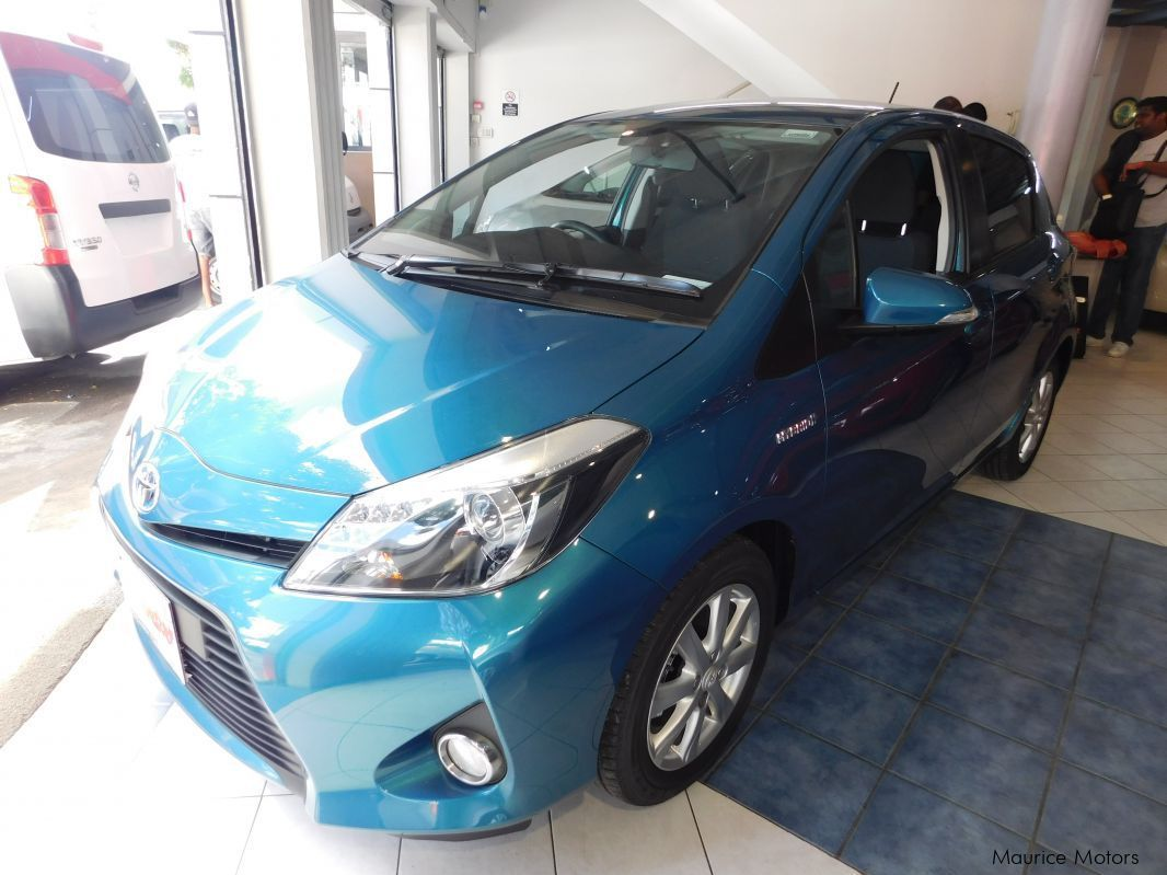 Used Hybrid Cars For Sale Used Toyota Yaris Hybrid Blue Green 2013 Yaris