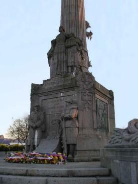 Fleurissement du monument, place Carnot