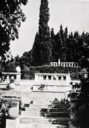 Le mur des fastes après la mort de Charles Maurras
