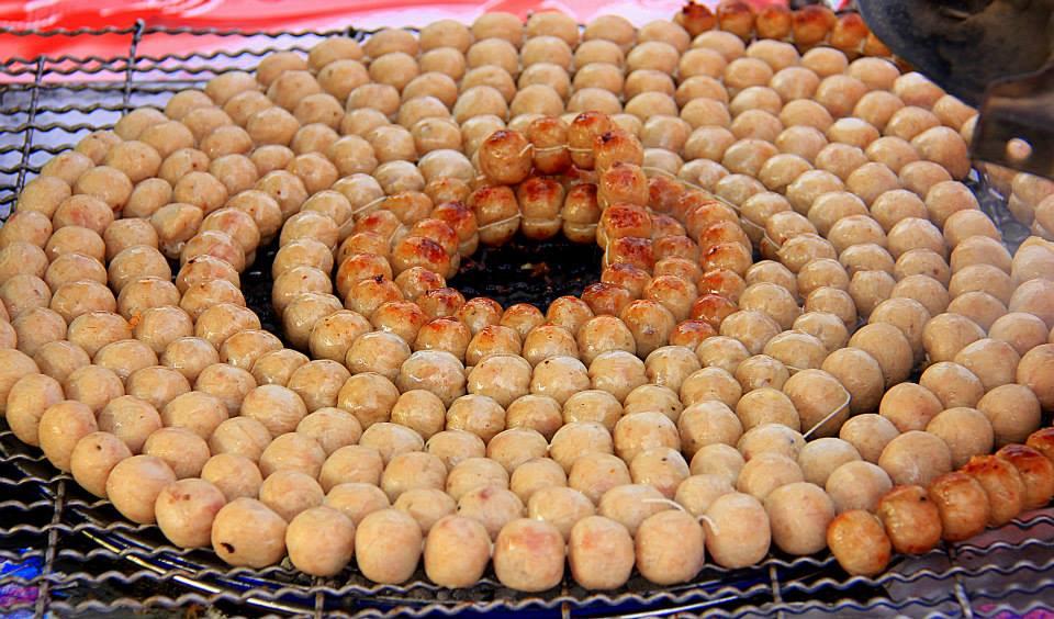 #thailand #thaifood #thaitourism #bangkokcookingclass #bangkokmarket #larbisan #isansausage