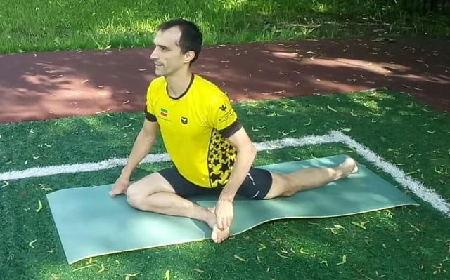 Упражнение на растяжку мышц бедра и ягодицы.