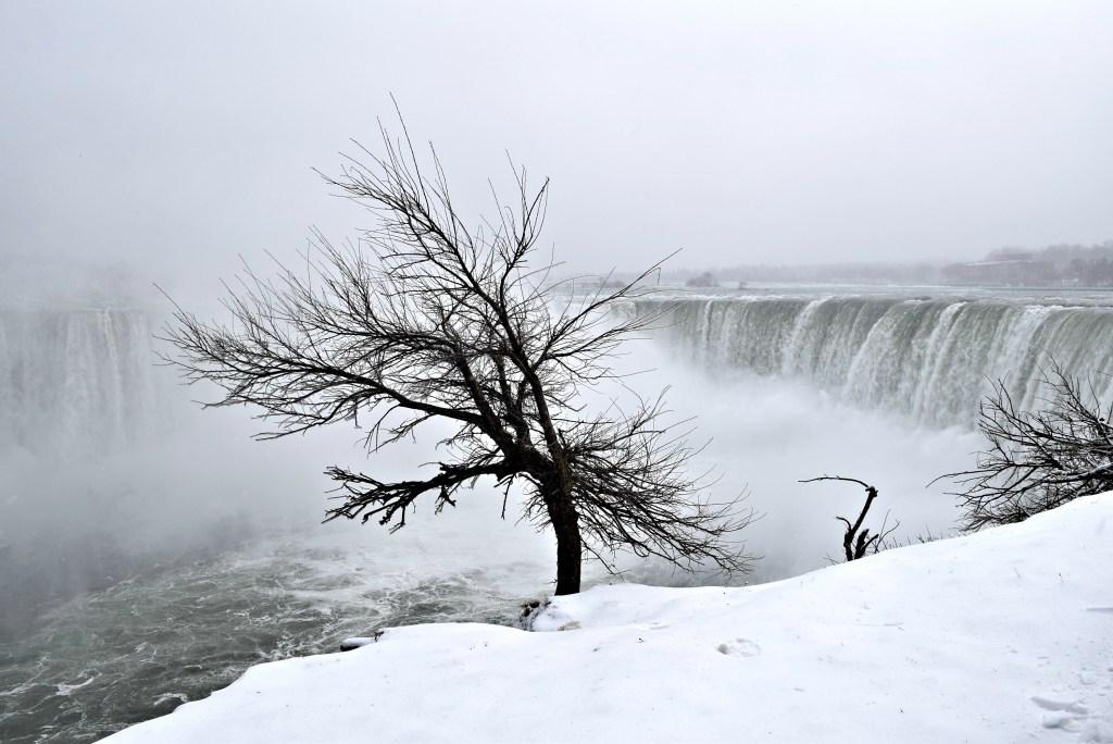 niagara-falls-winter