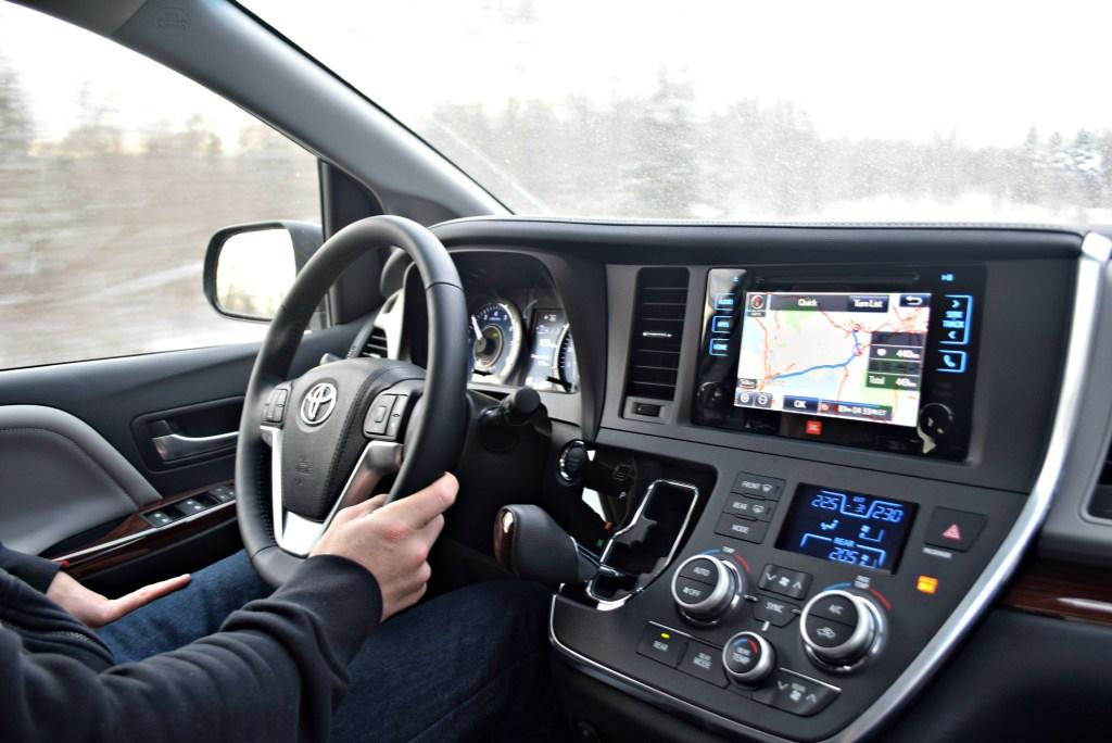 toyota-sienna-driving-to-ottawa