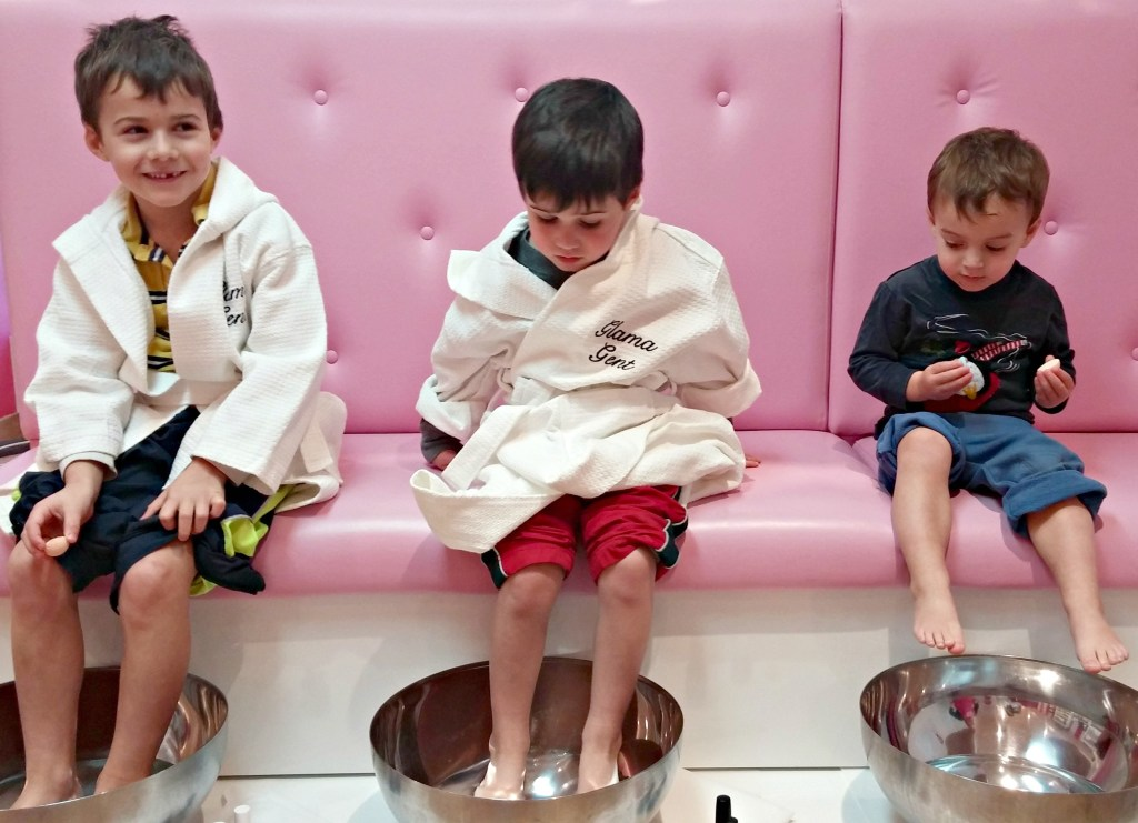 glama gal pedicure