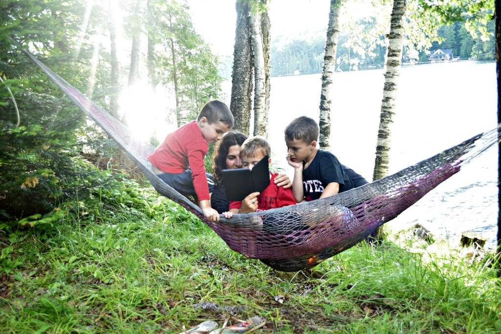 kindle on hammock with boys