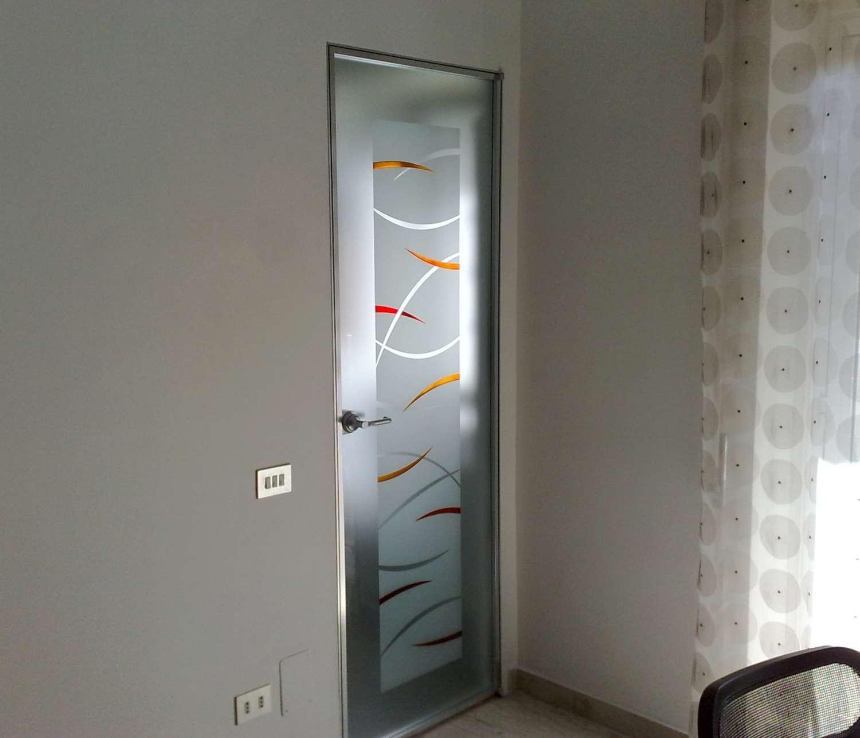 Porta Filo Muro Specchio | Porta A Battente Su Stipite Xilo Laccato ...