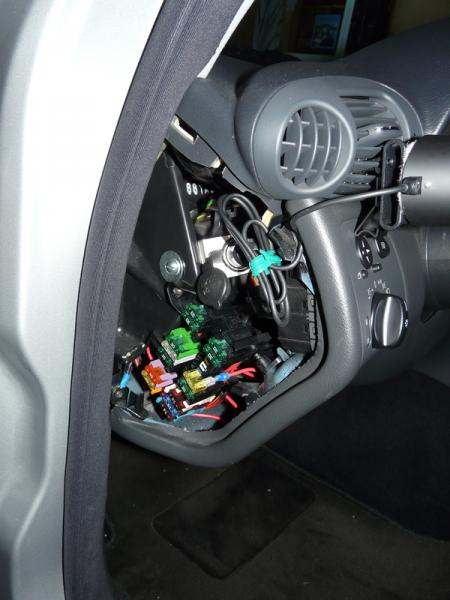 For A Fuse Box Diagram For 2002 Town Car Can I Use The Power From Cd Changer To Splice Extra