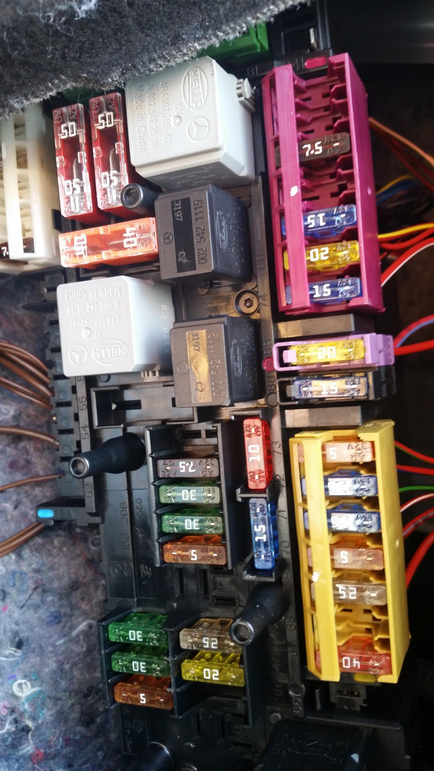 2009 e350 fuse box diagram