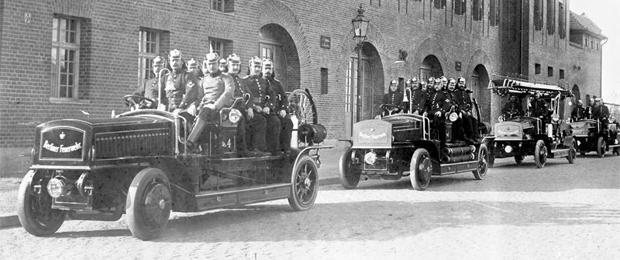 1908-Mercedes-Electric-Fire-Department-slider