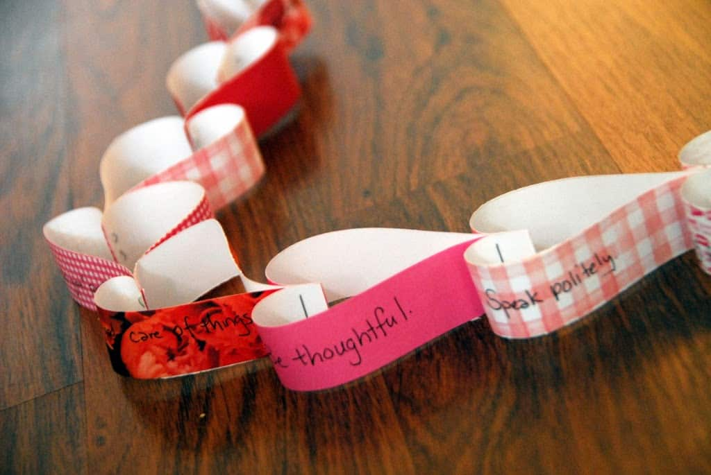 Heart paper chain | Meaningful Mama