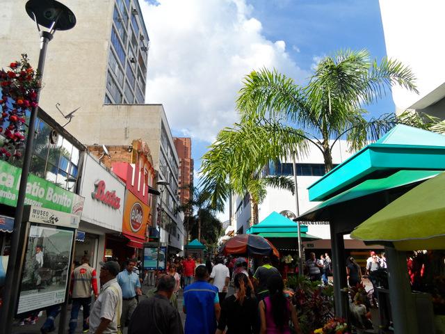Junnin Street below Coltejer Tower