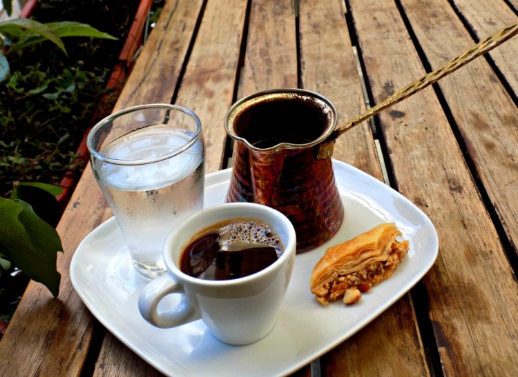 La taza mediterranean inspired caf in laureles for Tazas para cafe espresso