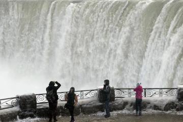 Imágenes: Cataratas del Niágara se congelan por frío extremo en Canadá