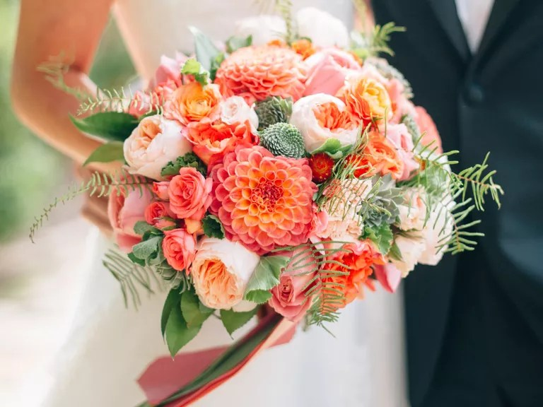 Wedding Flower Guide With Season, Color and Price Details