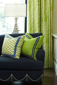navy blue + kelly green living room | cottage | Pinterest