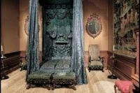 Gothic style bed | GOTHIC LIFE | Pinterest