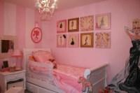 Vintage Barbie bedroom, so cute!!   Barbie room   Pinterest