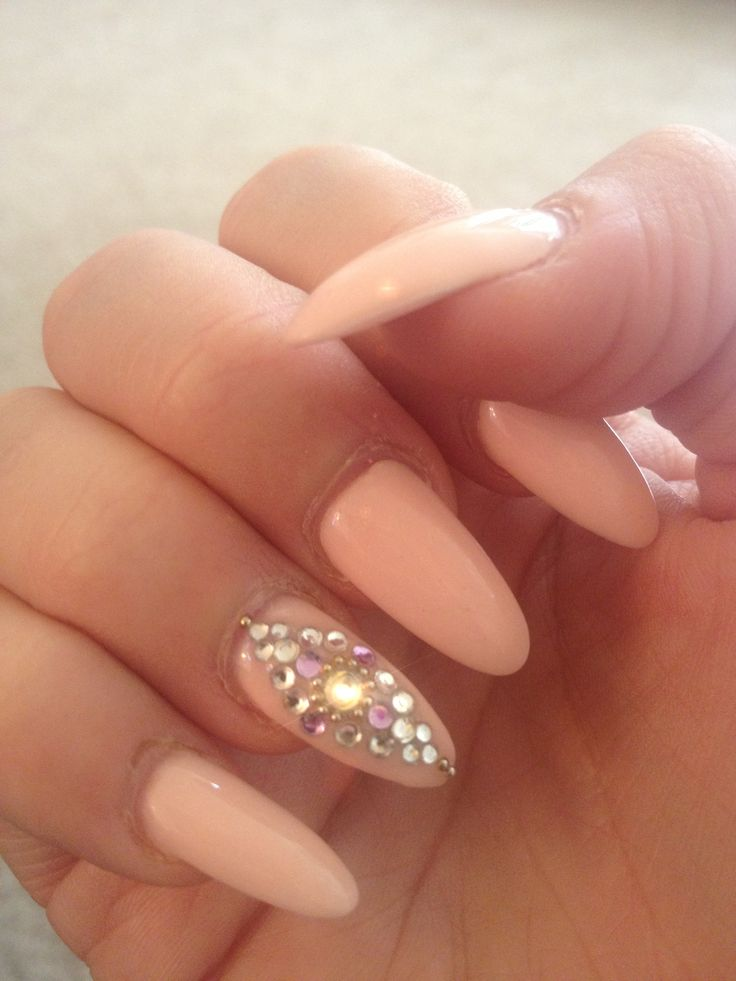 Almond nails with design