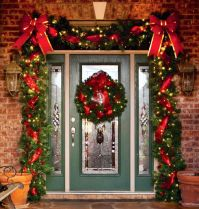 Christmas garland door | CHRISTMAS | Pinterest