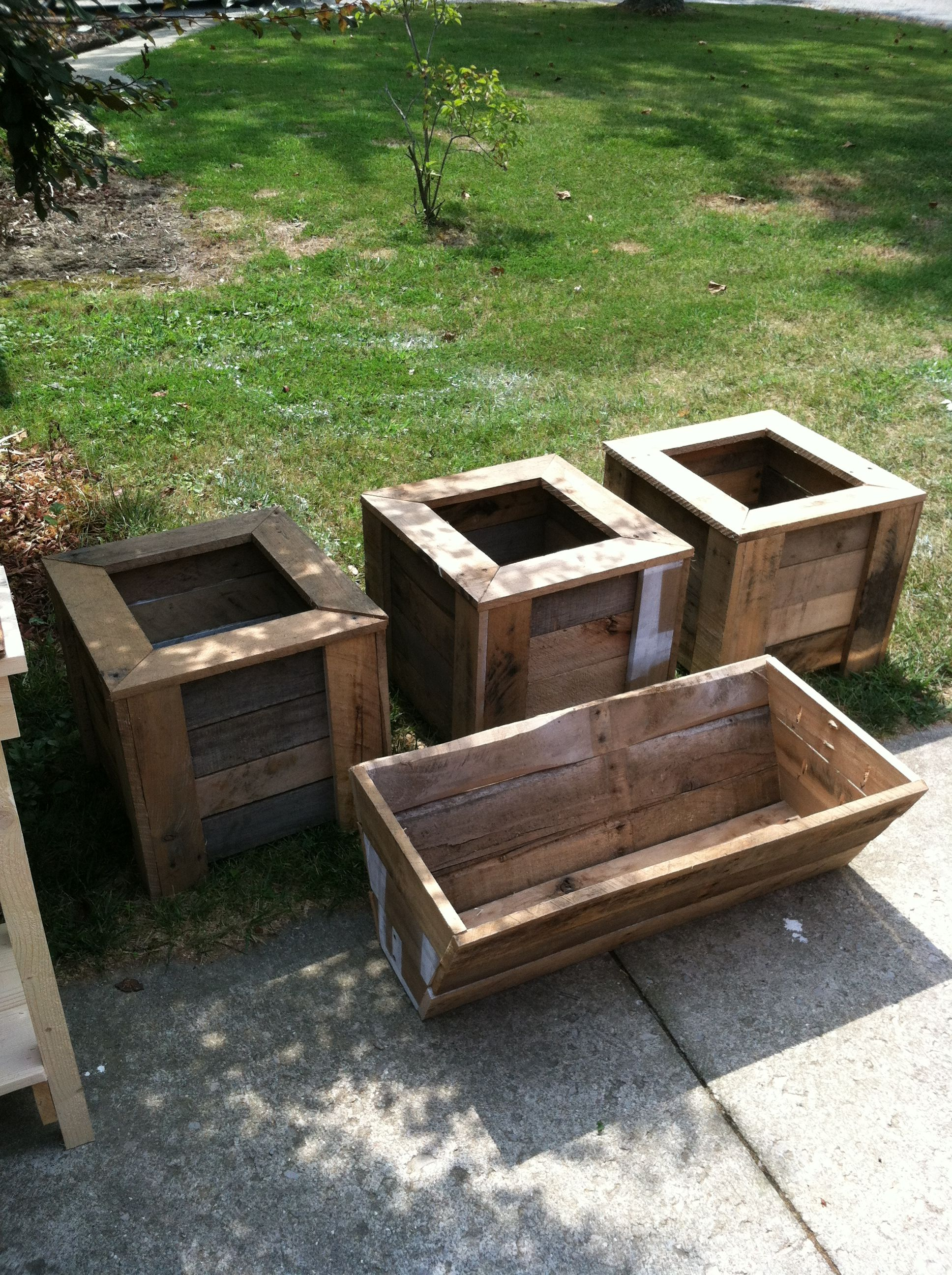 Diy Planter Box From Pallets Pallet Planter Boxes Outdoor Pallet Furniture Pinterest