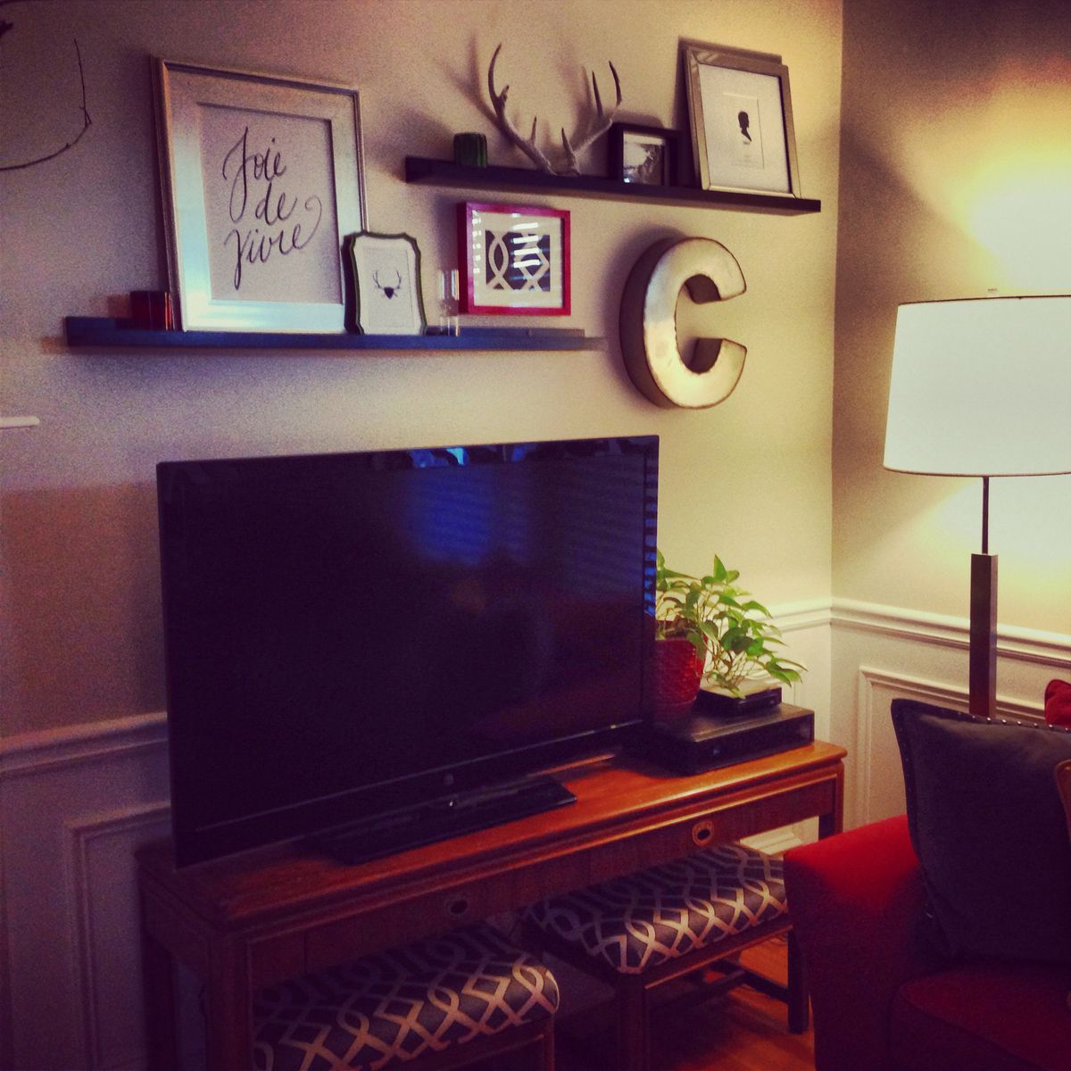 Hanging Art Above Tv Above Tv Decor On Pinterest Over Tv Decor Shelf Above