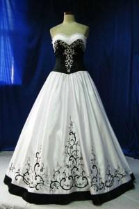 Black white wedding dress. | Wedding Ideas | Pinterest