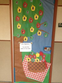 September Door Decoration Ideas - Elitflat